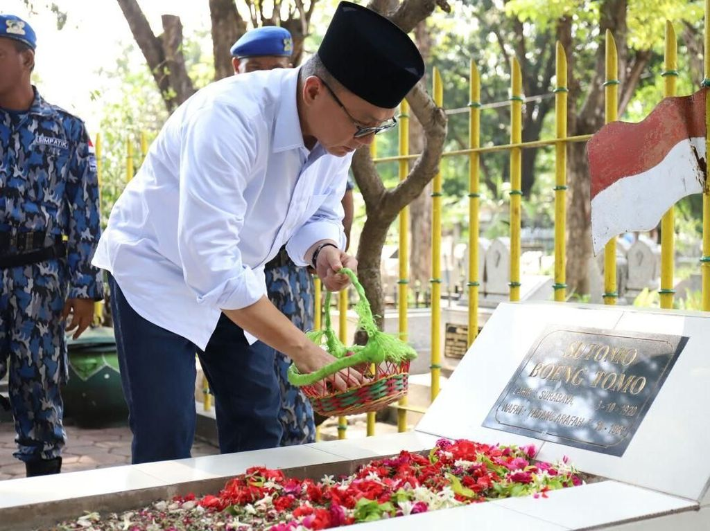 Ziarah ke Makam Bung Tomo, Ketua MPR: Takbirnya Mengubah Sejarah