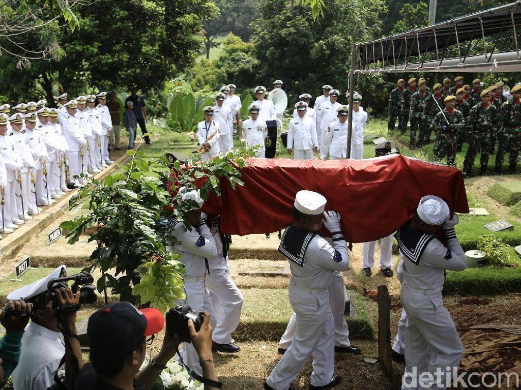 Video Pemakaman Amoroso Katamsi