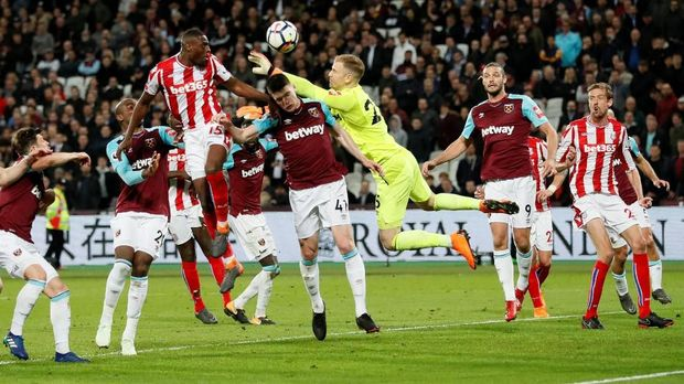 Penampilan Joe Hart pada laga lawan Stoke City membuatnya jadi bahan ledekan.