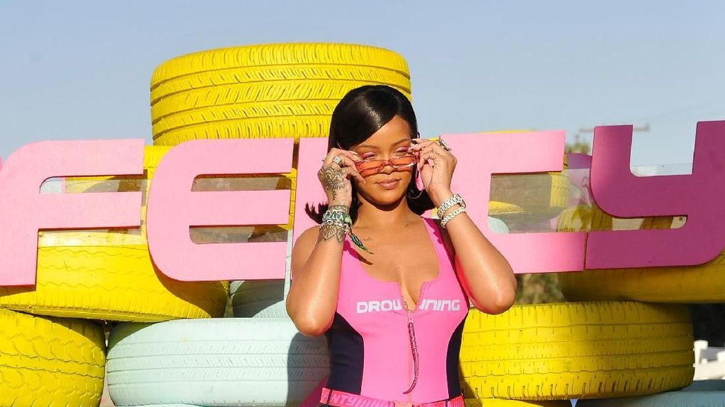 Tips Makeup 10 Menit ala Rihanna