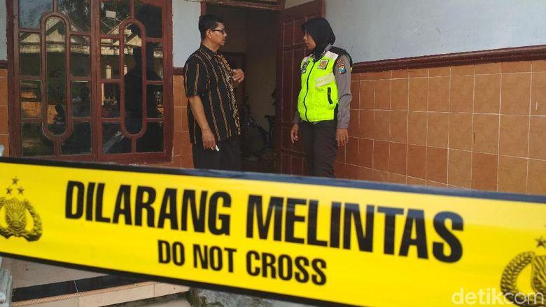 Polisi Masih Segel Rumah Guru Tari Jaranan yang Cabuli 10 Anak
