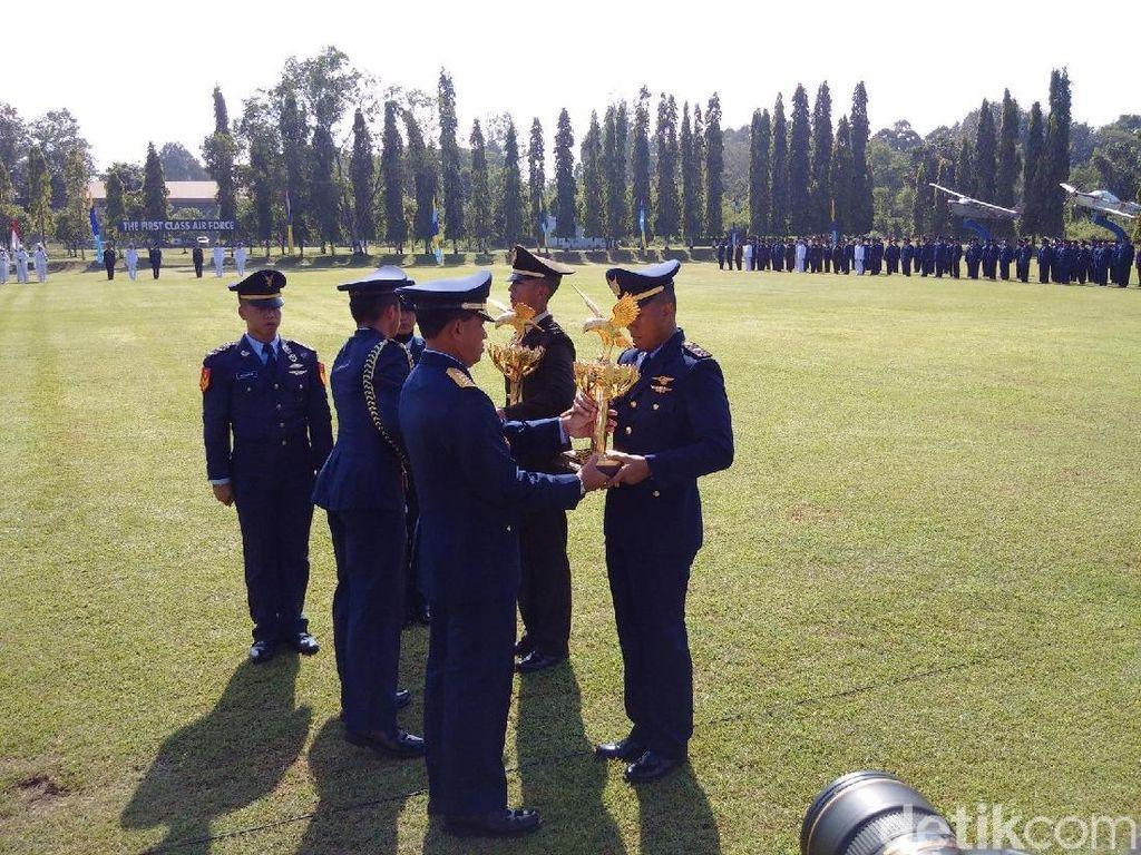 KSAU Wisuda 21 Perwira Penerbang TNI