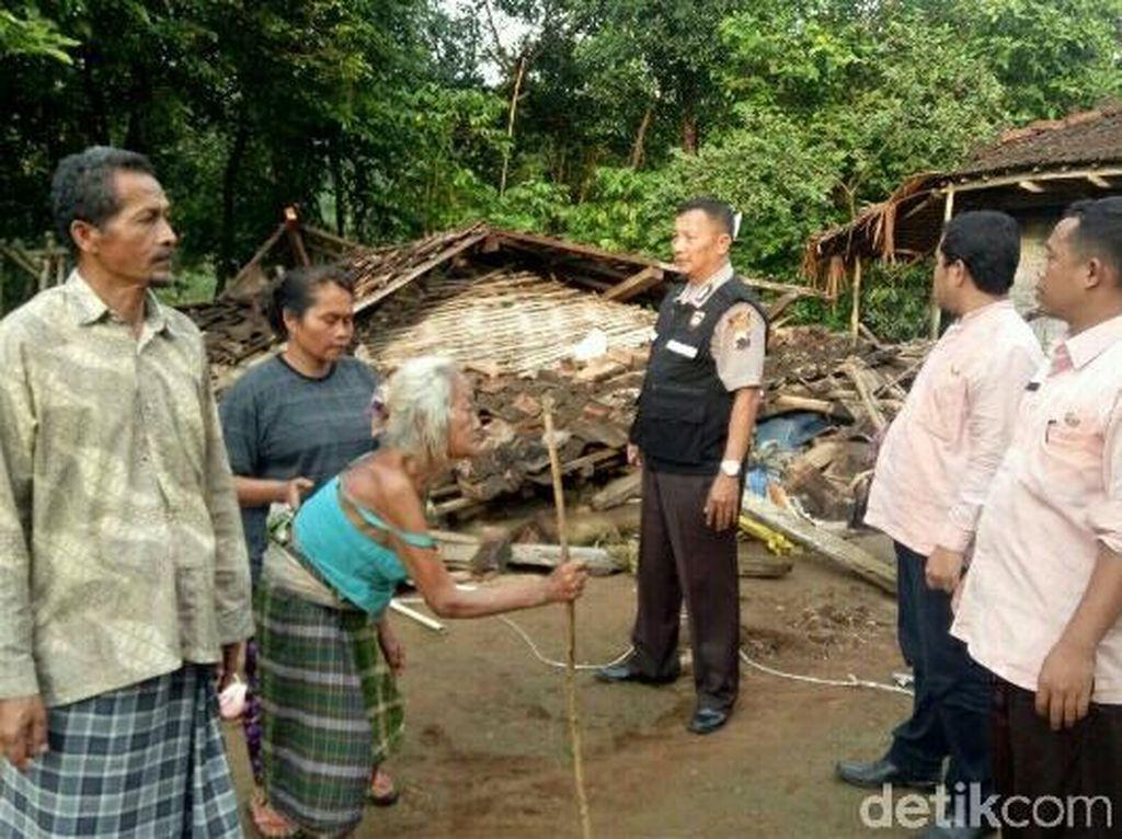 Rumah Nenek Musripah di Jepara Roboh Diterjang Angin