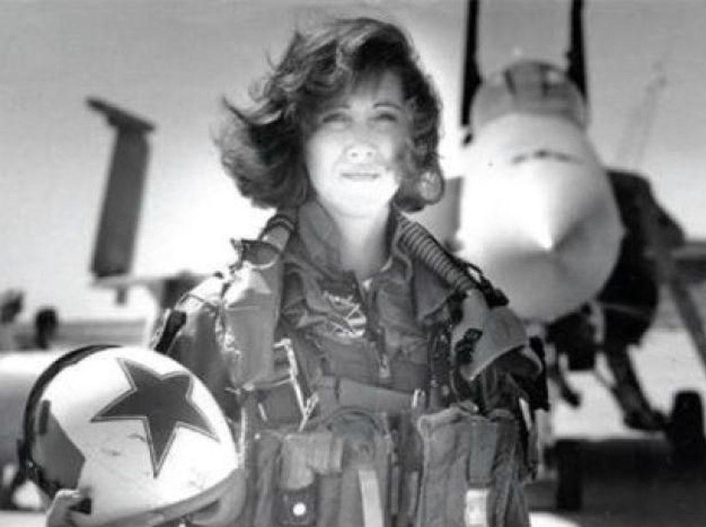 Ini Pilot Wanita yang Dipuji Usai Penumpang Southwest Tersedot