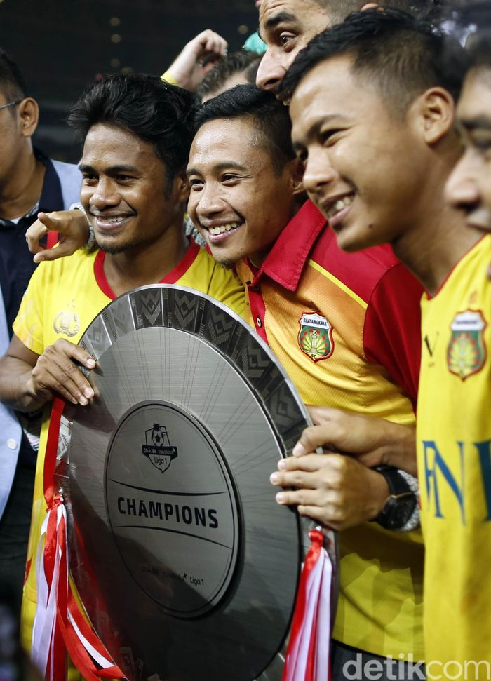 Evan Dimas Darmono saat merayakan gelar juara Liga 1 bersama Bhayangkara FC. (Foto: Rachman Haryanto/detikcom)
