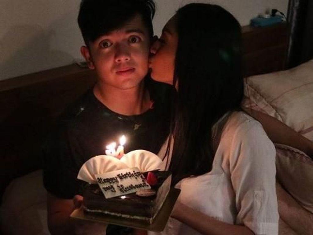 Ciuman Liza Elly untuk Nicky Tirta, Ayu Ting Ting hingga Duka Deddy Sutomo