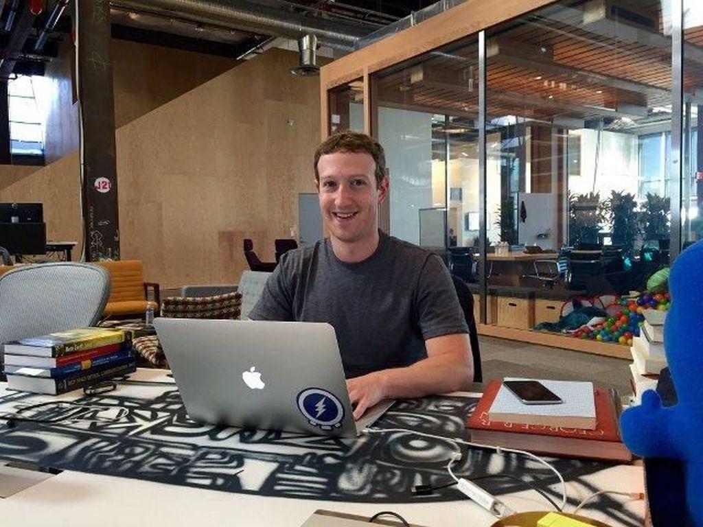 Solider Anak Buah, Mark Zuckerberg Kerja dari Rumah