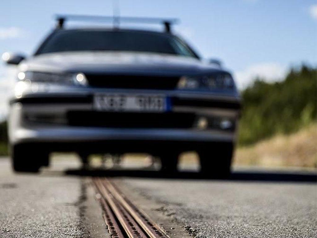 Jalan Swedia Bisa Ngecas Kendaraan Listrik