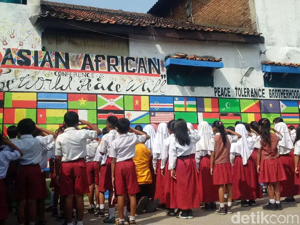 Tembok Perdamaian di Lio Genteng Bandung Sambut Peringatan KAA