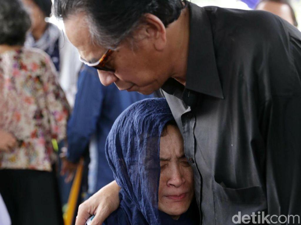 Istri Sangat Kehilangan Ditinggal Deddy Sutomo