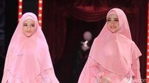 Cantik Awet Muda, Nia Paramitha Seperti Kakak Adik dengan Putrinya