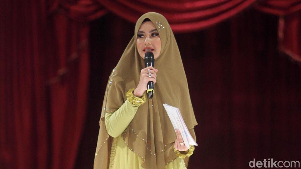 Cantiknya Mulan Jameela Hingga Kartika Putri Pakai Busana Muslim Syari