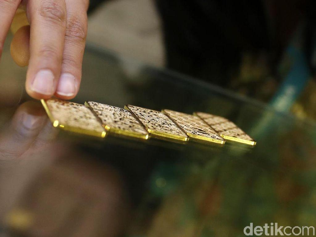 Harga Emas Antam Turun Terus