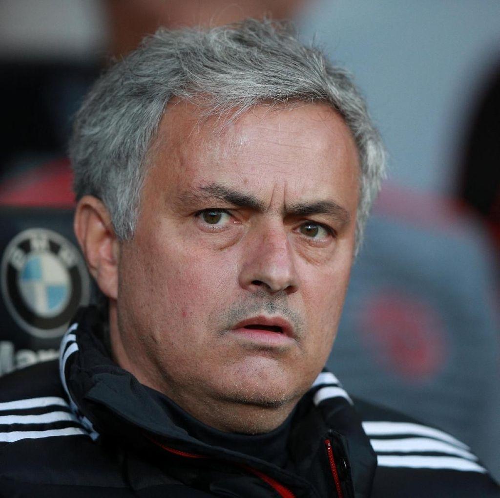 Mourinho Bela Pencapaiannya di MU