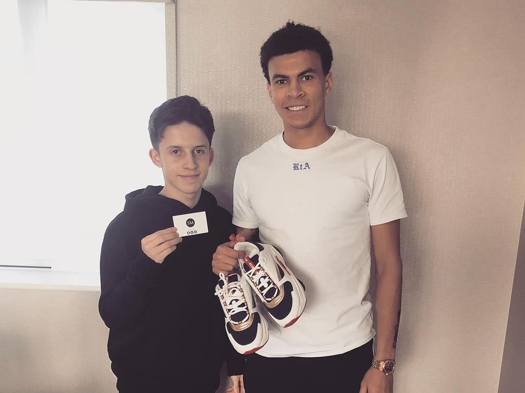 Remaja Ini Jualan Sepatu, Pelanggannya Bintang-Bintang Premier League