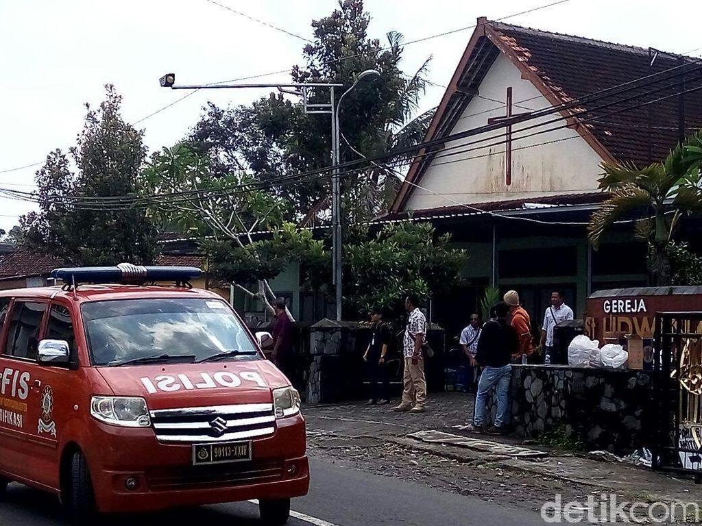 Polisi Gelar Rekonstruksi Penyerangan di Gereja Lidwina Sleman