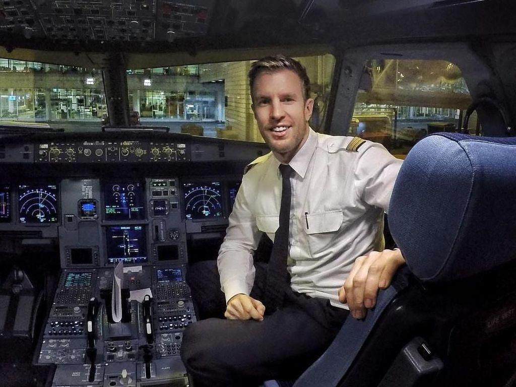 Potret Jonas, Pilot Ganteng Berperut Sixpack yang Bikin Gagal Fokus