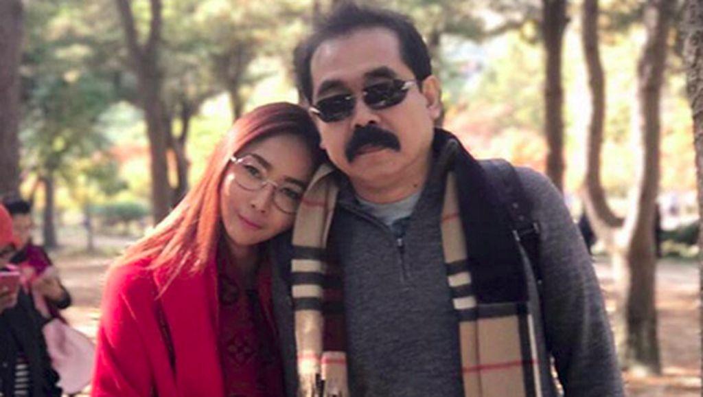Tetap Mesranya Inul Daratista dan Suami di Pernikahan ke-23 Tahun
