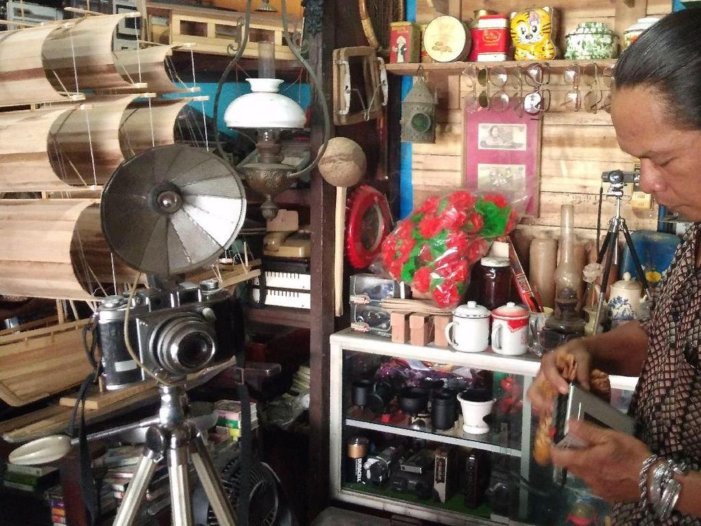 Menengok Galeri Kolektor Barang Antik di Cirebon