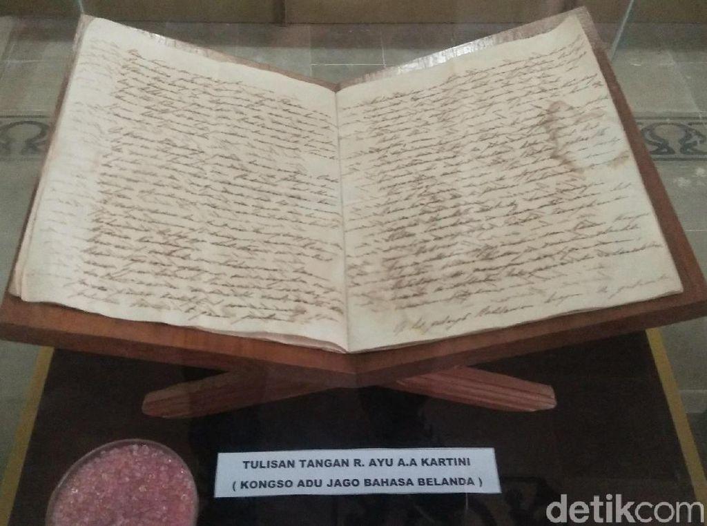 Melihat Buku Habis Gelap Terbitlah Terang, Tulisan Tangan RA Kartini