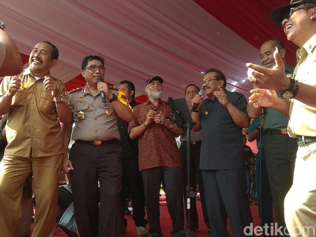 Saat Pakde Karwo, Kapolda Jatim dan Pangdam Dangdutan