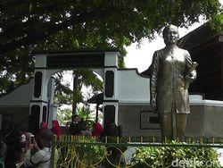 Puisi-Puisi Kartini: Inspirasi dan Potret Perjuangan Wanita