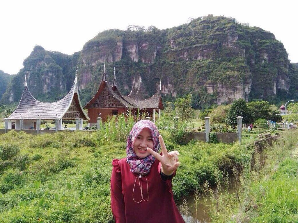 Liburannya Si Cantik Tiara Alincia, Calon Masinis MRT Jakarta