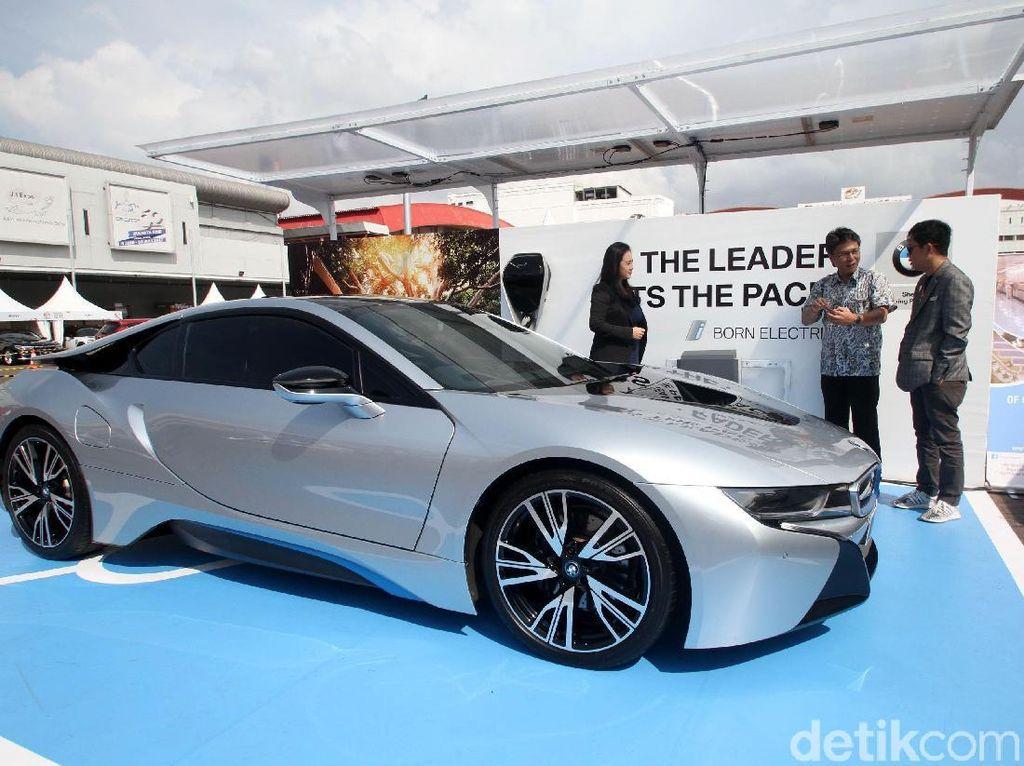 Uji Pengisian Listrik Mobil BMW