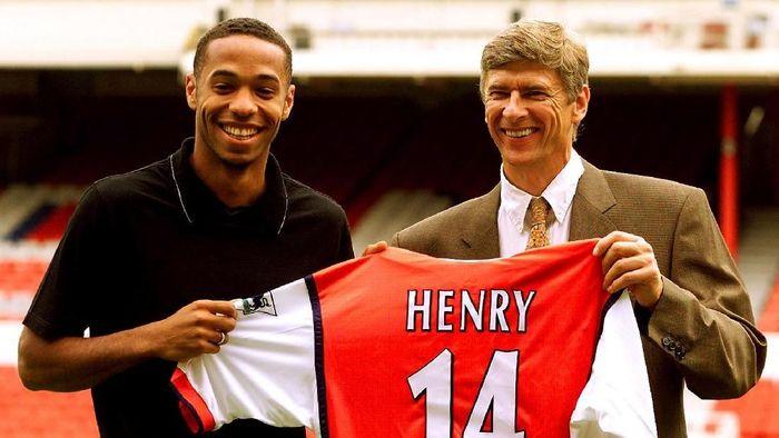 Thierry Henry menegaskan tak bakal ke Barcelona karena seumur hidup ingin bersama Arsenal. Pernyataan itu dilontarkannya tahun 2006, sebelum kepindahannya ke Barca tahun 2007 -- untuk meraih sejumlah gelar juara termasuk titel La Liga dan Liga Champions. (Foto: Dylan Martinez/Reuters/File Photo)