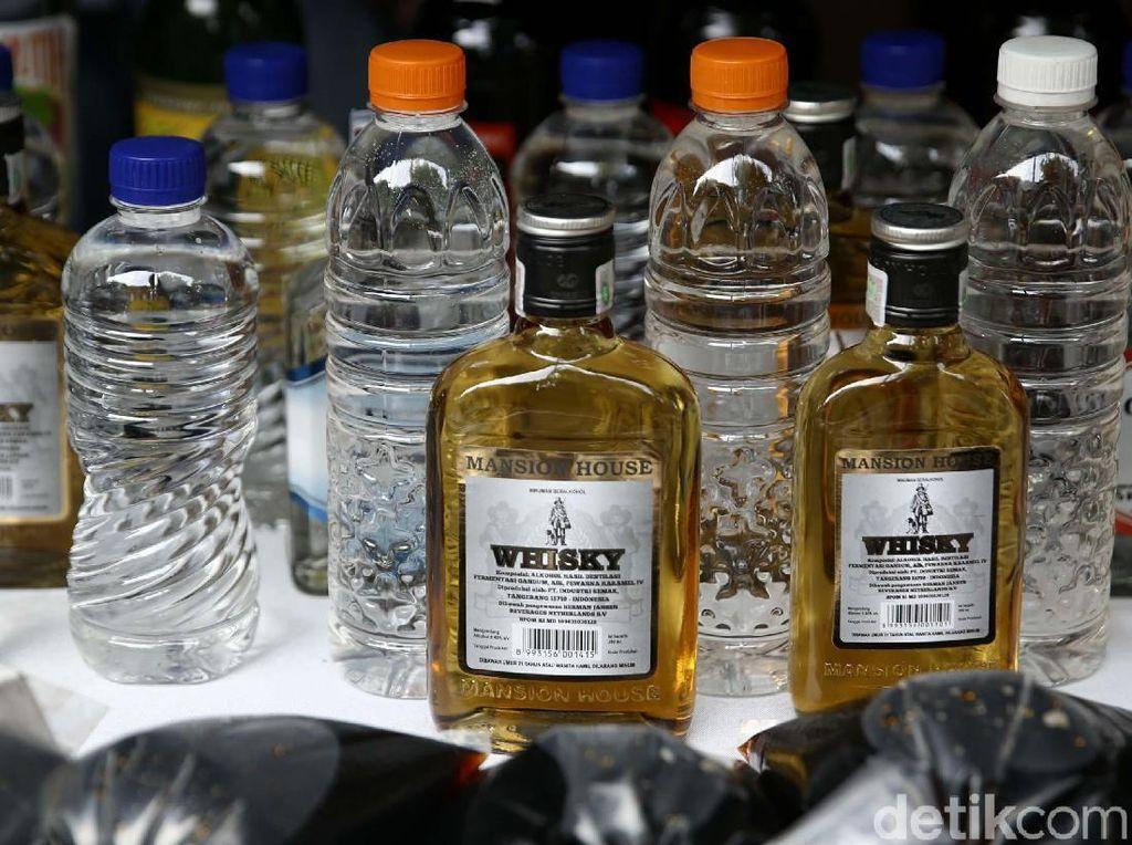 Polisi Sita 17.363 Botol Miras di Wilayah Banten