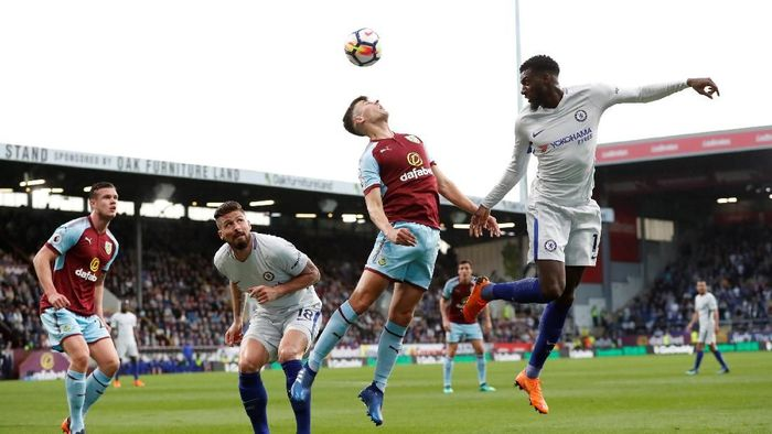 Soccer Football - Premier League - Burnley vs Chelsea - Turf Moor, Burnley, Britain - April 19, 2018   Chelseas Tiemoue Bakayoko in action with Burnleys Matthew Lowton    Action Images via Reuters/Andrew Boyers    EDITORIAL USE ONLY. No use with unauthorized audio, video, data, fixture lists, club/league logos or live services. Online in-match use limited to 75 images, no video emulation. No use in betting, games or single club/league/player publications.  Please contact your account representative for further details.
