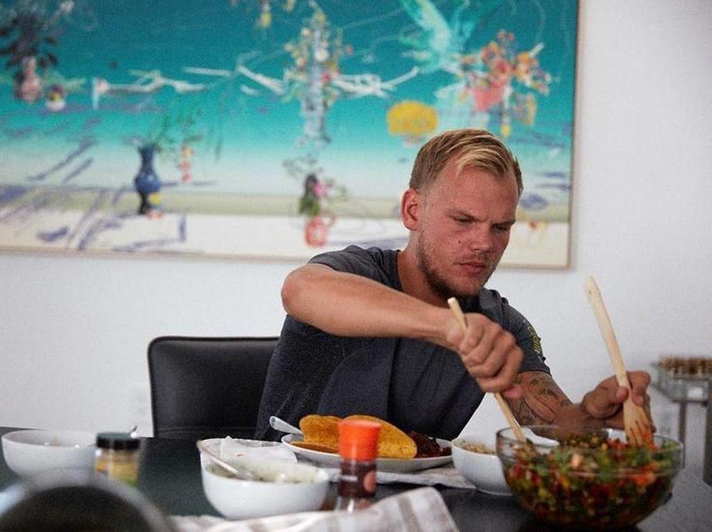 Terungkap! DJ Avicii Meninggal karena Bunuh Diri