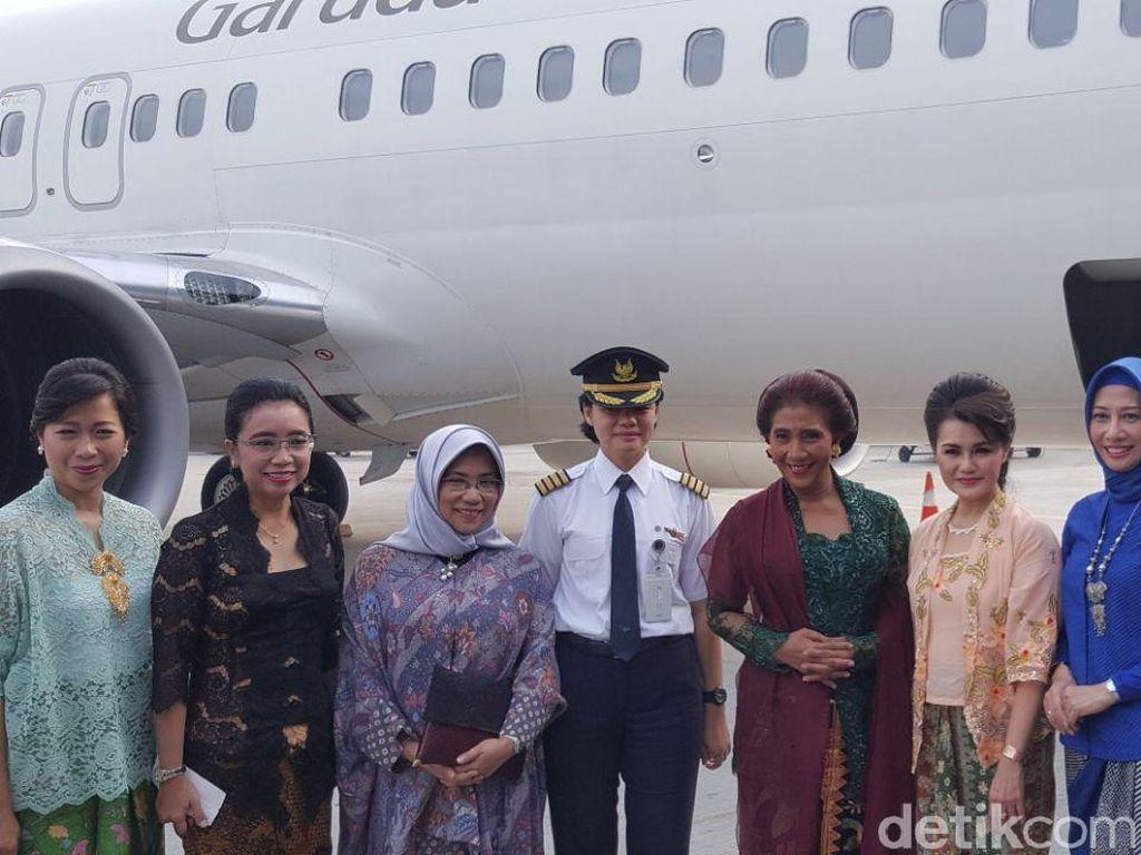 Cantiknya Menteri Susi Berkebaya di Kartini Flight
