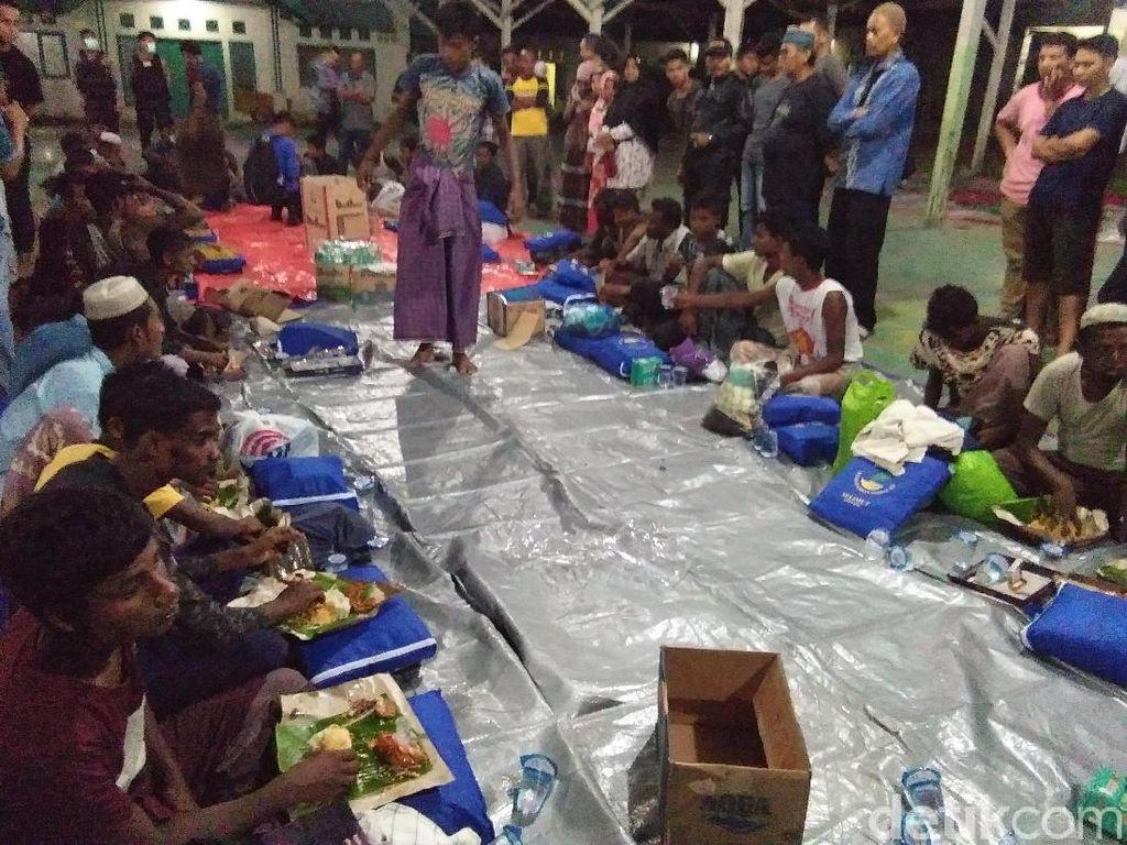 Melihat Kondisi Pengungsi Rohingya yang Terdampar di Aceh