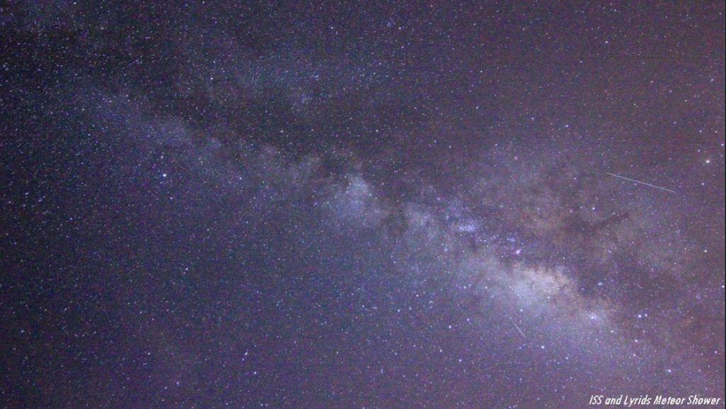 Pemandangan Spektakuler Hujan Meteor Lyrid