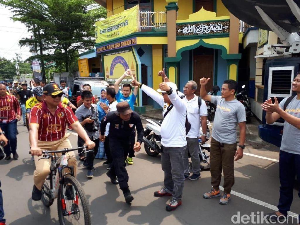 Begini Gaya Sohibul dan Prabowo Gowes di Milad ke-20 PKS