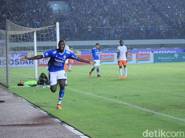 Ezechiel NDouassel mempunyai rekor bagus saat Persib Bandung bertemu dengan Bhayangkara FC. (Foto: Wisma Putra/detikcom)