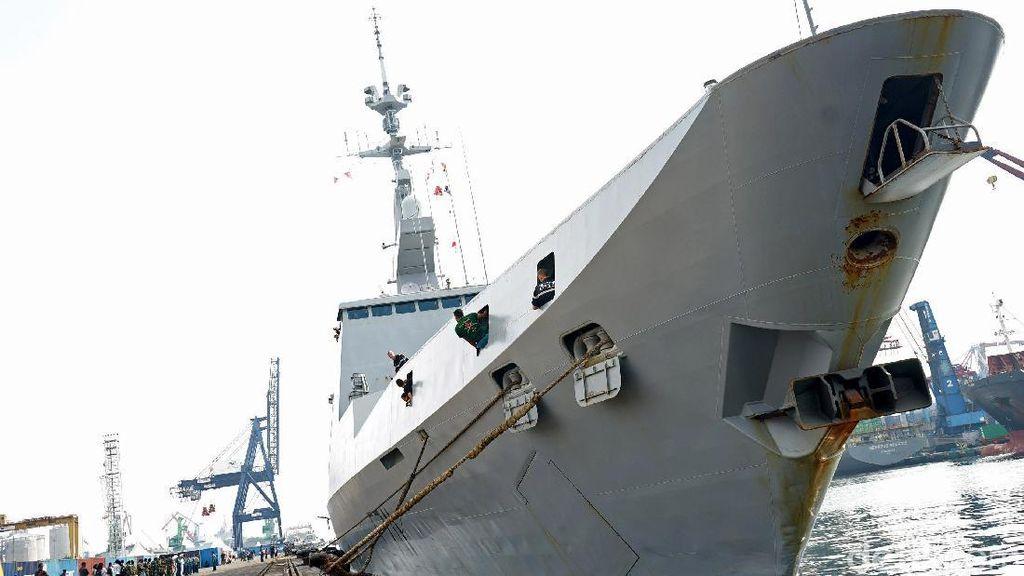 Kapal Perang Prancis Berlabuh di Tanjung Priok