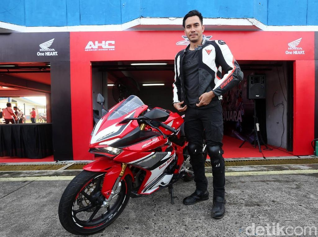 Darius Ketagihan Geber CBR250RR