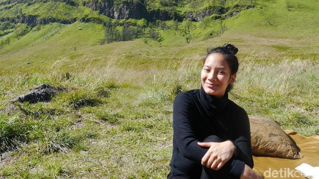 Foto: Asyiknya Tara Basro ke Bromo