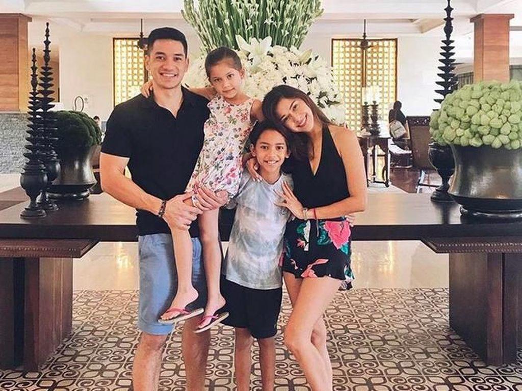Family Goals! Kehangatan Keluarga Nana Mirdad dan Andrew White