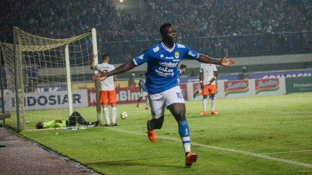 Ezechiel N'Douassel sejauh ini mencetak satu gol dan satu assist ke gawang Persipura. (