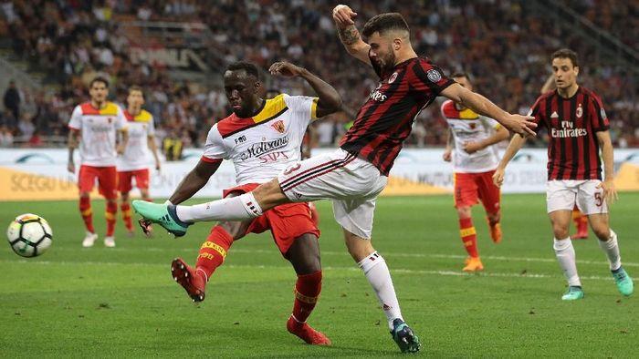 AC Milan kalah 0-1 atas Benevento di San Siro, Minggu (22/4/2018) dini hari WIB. (Foto: Emilio Andreoli/Getty Images)