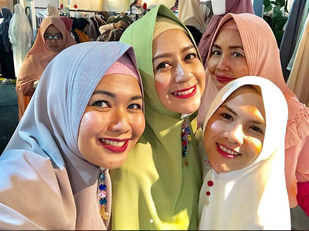 Belajar Pakai Hijab, Mantan Istri Aming Panen Pujian