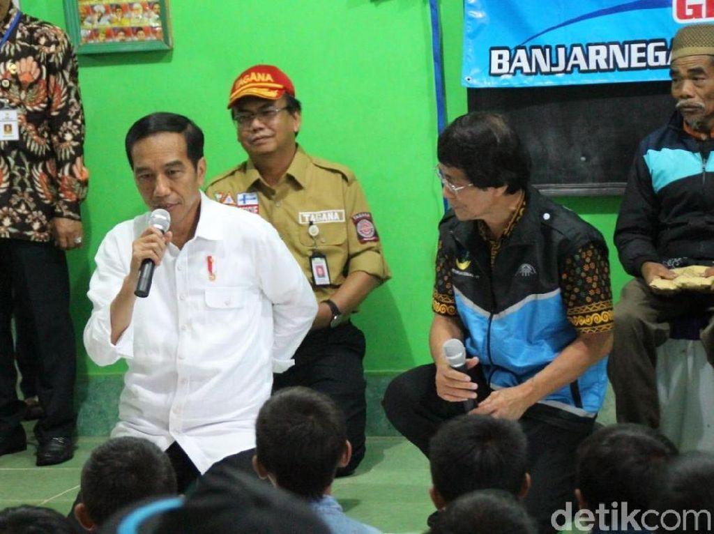 Sekjen PDIP: Lembaga Survei Kredibel Sebut Jokowi di Hati Rakyat
