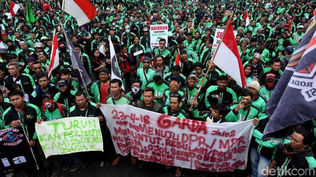 Aksi Demo Ojol di Depan DPR Hari Ini