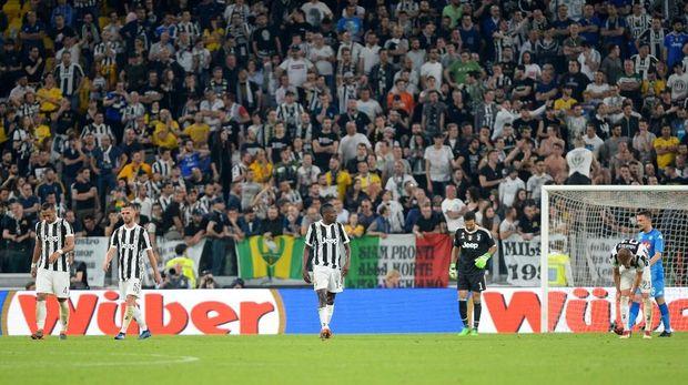 Juventus gagal menjauh dari kejaran Napoli.