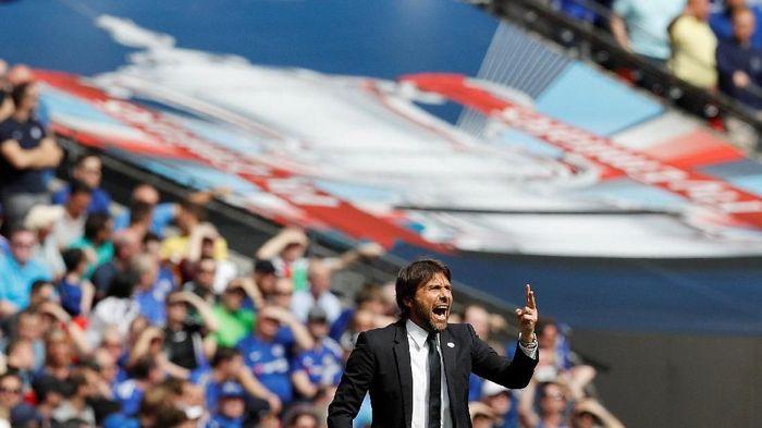 Antonio Conte menilai Chelsea bukan favorit di final Piala FA (Foto: Darren Staples/Reuters)