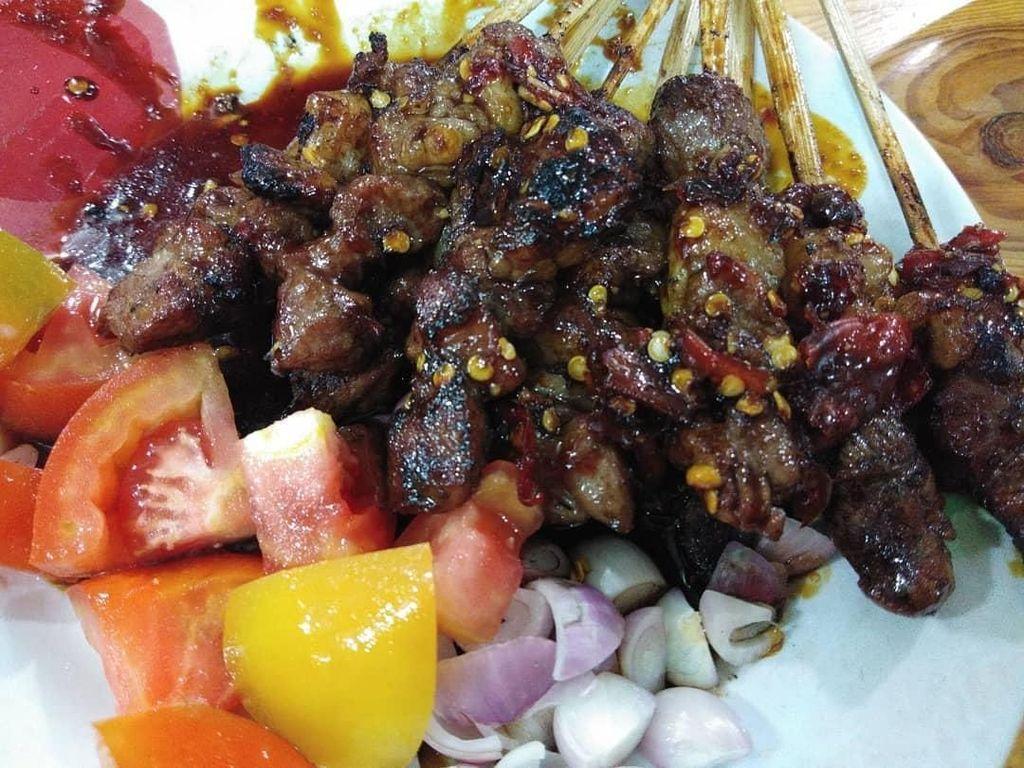 Netizen Pilih Pamer Sate Kambing Tegal dengan Sambal Kecap yang Nikmat
