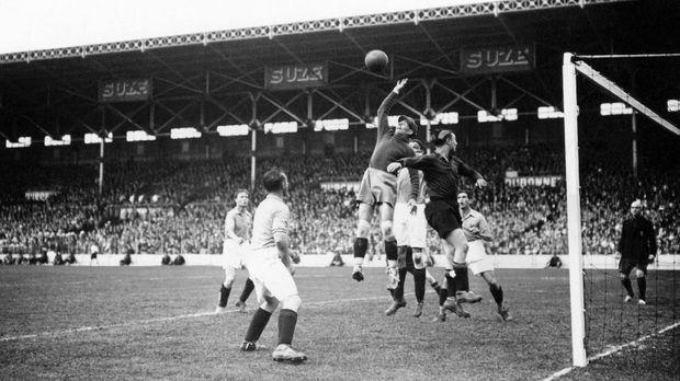 Piala Dunia 1938 merupakan Piala Dunia edisi ketiga.